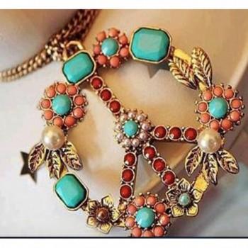 Bello Regalo A Pendant Necklace in Women's Chain Necklaces